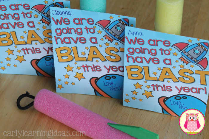 This rocket themed back to school gift for students will help start your year off with a blast. This contains a free printable card and gift ideas. A great idea for beginning of the school year in preschool, pre-k, kindergarten, 1st grade, and early childhood education.