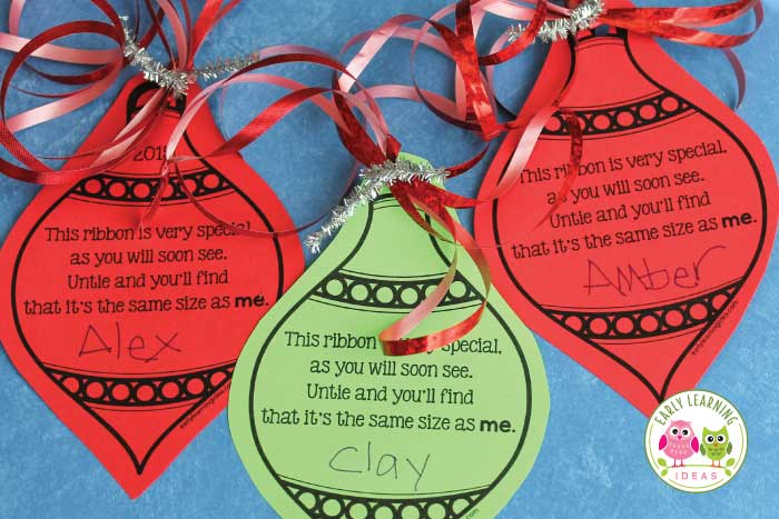 Make a simple parent gift with your classroom. Use this free printable Christmas ornament to make a meaningful Christmas gift for kids to give to parents. Easy, cheap, and inexpensive. Kids can give to parents, grandparents, aunts and uncles. This is a simple keepsake ornament that they will love. Easy to make with your class at a Christmas party or in a center. Perfect for preschool, pre-k, kindergarten classrooms. A great classroom Christmas ornament craft. #preschool #preschoolchristmas