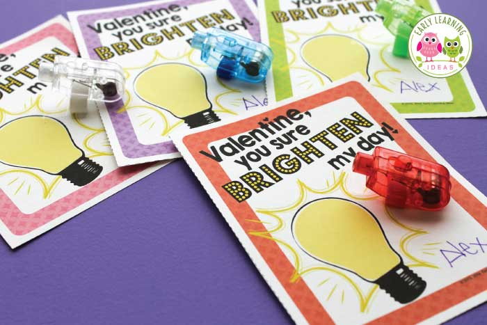 Looking for cute ideas for creative DIY Valentine's Day cards? Here are some free printable valentines for kids. Add a finger light, a glow stick, or a little flashlight for loads of non-candy fun. These cute ideas are the perfect treat for your kids in preschool, pre-k, kindergarten classroom....or for Valentine's Day school parties. Student valentine, gift from teacher #preschool #kindergarten #valentinescards