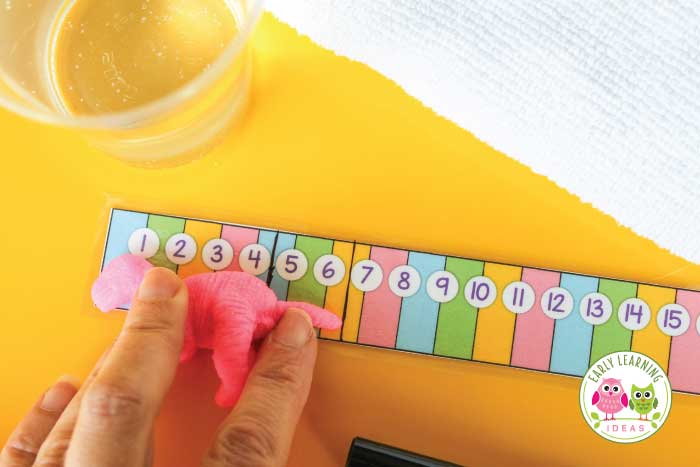 Check out these fun measurement activities for preschoolers...plus there are free printables. Kids will enjoy using the free printable measuring strip to record the growth of little growing dinosaurs. This is a great STEM activity for preschool and pre-k. Perfect for your dinosaur unit and or lesson plans. Use growing animals or sea animals for your animal unit or ocean unit and lesson plans. Add this to your math center for an exciting learning experience for kids. #preschool #preschoolmath