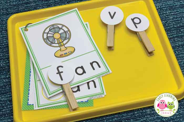 Use these CVC Beginning Sound Clip cards to help your kids hear and see the beginning sounds in words. They will love this hands-on early literacy activity...perfect for teaching early literacy concepts in your preschool, pre-k, or kindergarten classroom. 17 word families are included. Looking for ideas for teaching rhyming, letter sounds, phonemic awareness, and phonological awareness? These activities are perfect for your literacy centers as independent and small group activities.